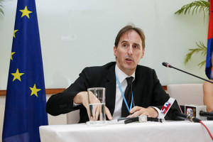 eu_ambassador_george_edgar_speaks_during_a_press_conference_in_phnom_penh_20_04_2016_heng_chivoan